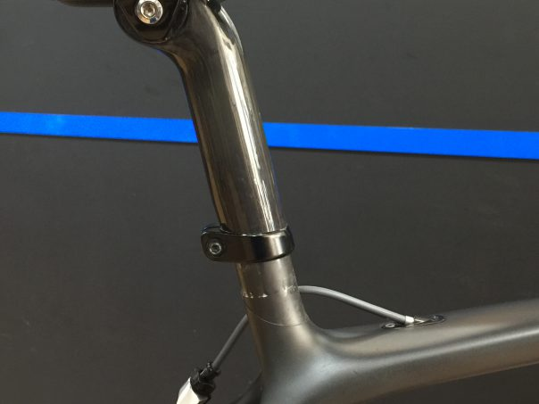 軽量と快適性 Emonda SLR のRidetuned seatmastcap